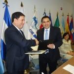 Guillermo Funes (derecha). Foto del Banco Central de Reserva (BCR).