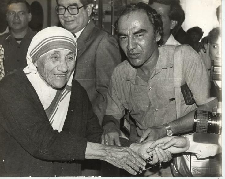 René Hurtado con madre Teresa de Calcuta, en su visita a El Salvador 1988.