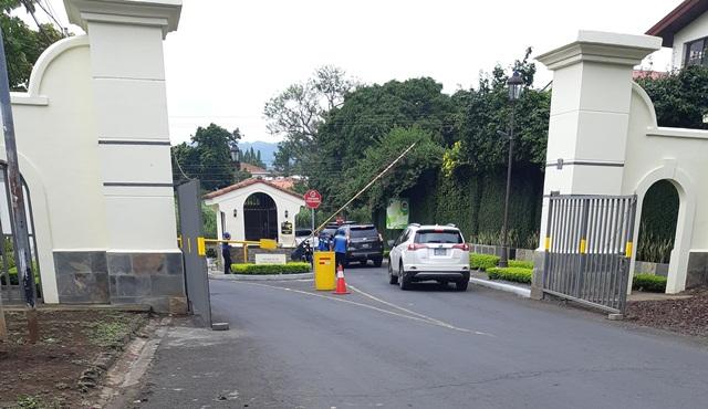 Entrada a Estancias de Santo Domingo, Managua.