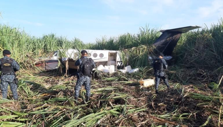 Avioneta con fuerte cargamento de drogas se accidenta en Guatemala