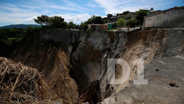 Cárcava-residencial-Santa-Lucía-Casas-abandonadas14-960x546