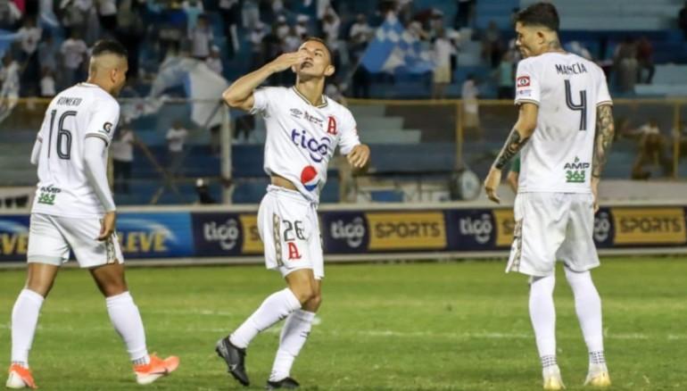 Ezequiel Rivas, festeja el tercer gol anotado al Sonsonate, al 90+2'. /Foto Alianza FC