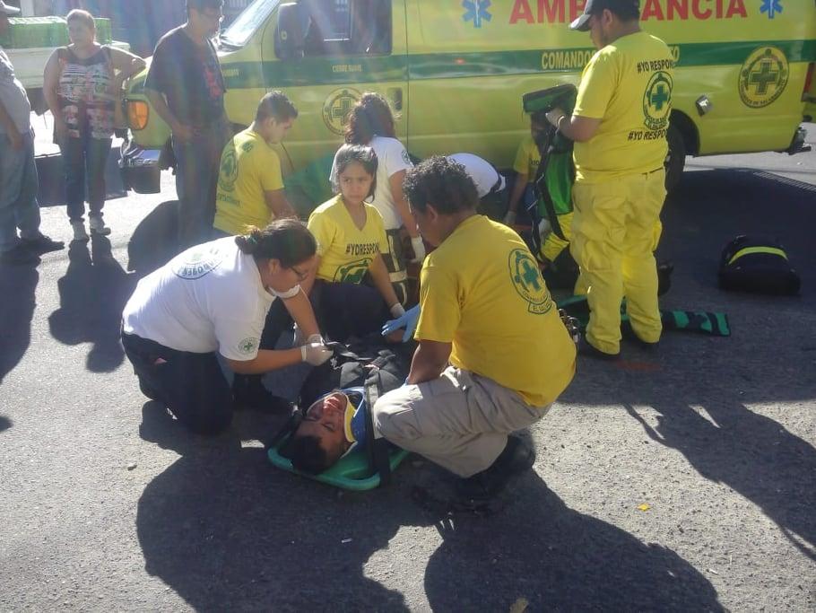 Dos lesionados en accidente de motocicleta en San Salvador - diario1.com