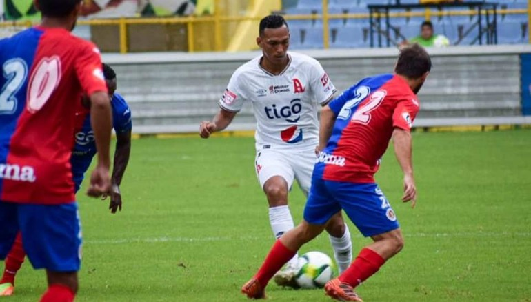 En el torneo Apertura 2015 fue la última vez que Alianza y FAS se enfrentaron en la gran final. /Foto Alianza FC