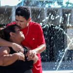 Gabriela y Omar viven un momento tierno en el Parque Cuscatlán de San Salvador. FOTO: D1/CARLOS DÍAZ