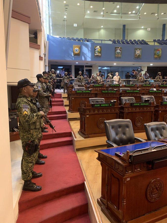Salón Azul soldados