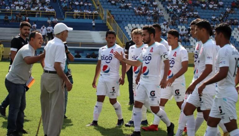 Homenaje que le realizó Alianza FC en mayo de 2019. /Foto Alianza FC