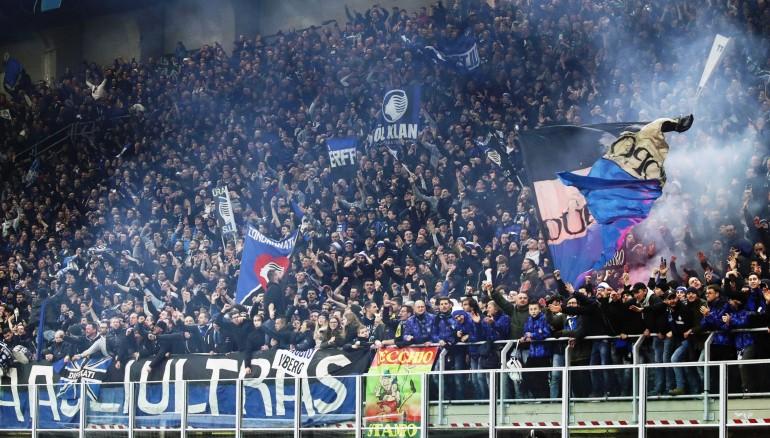 Aficionados del Atalanta en el partido de la Champions contra el Valencia. /EFE