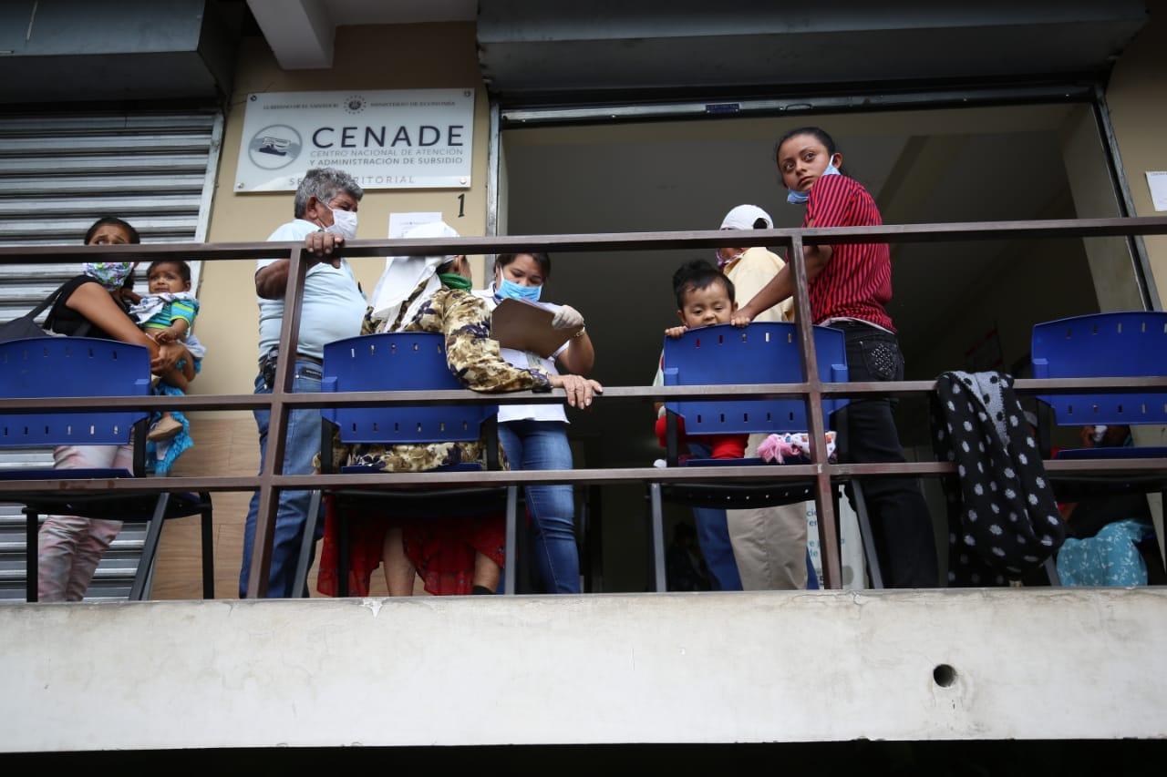 Las aglomeraciones en los CENADE, el lunes 30 de marzo, o las compras de pánico, pueden evitarse informando apropiadamente a la población, sostiene Solano Leiva. /ARCHIVO: D1, MIGUEL LEMUS