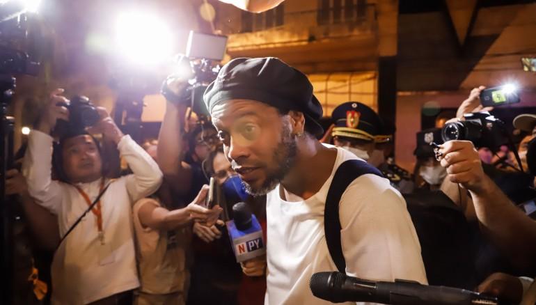 Ronaldinho Gaucho llegando al Hotel Palmaroga en Asunción. /EFE