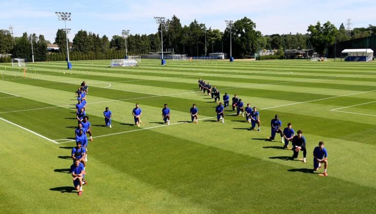 """Jugadores del Chelsea forman una """"H"""" en referencia a la palabra """"humano"""". /Foto de Twitter de @masonmount_10"""