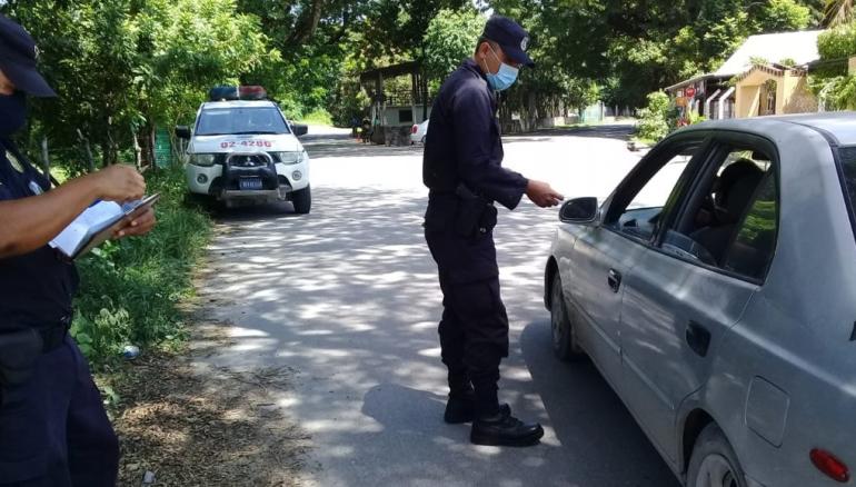 Las autoridades de seguridad se movilizaron a la calle para montar un dispositivo en la zona. /FOTOS: CORTESÍA, @ciudadmetapansv