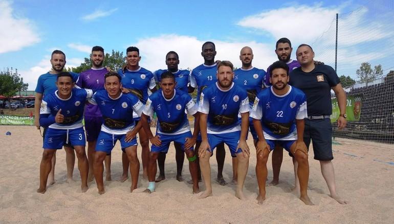 Los salvadoreños Heber Ramos, Elmer Robles, Exon Perdomo (agachados de izquierda a derecha) y Rubén Batres (de pie, dorsal 9), fueron protagonistas para llevar a la final a su equipo.