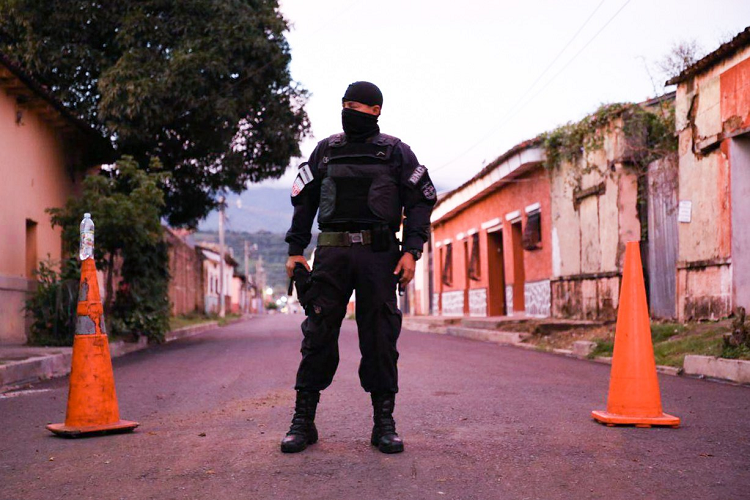Al menos 100 elementos de la Fuerza Armada y decenas más de la PNC estarán vigilando la entrada y salida de Chalchuapa.