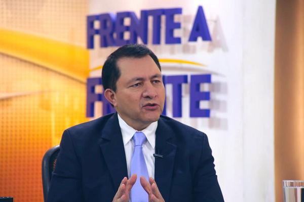 Mario Ponce, durante la entrevista Frente a Frente, de Telecorporación Salvadoreña. FOTO: TCS