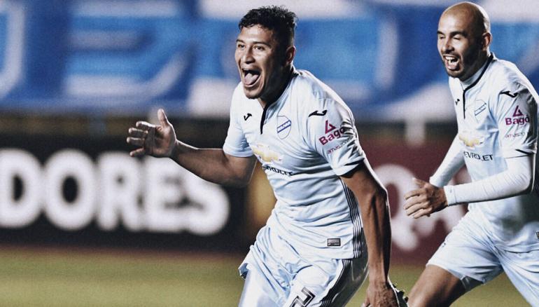 El defensa Roberto Domínguez anotó este miércoles 21 de octubre el primer gol salvadoreño en Copa Libertadores. CORTESÍA/TIGO SPORTS SV