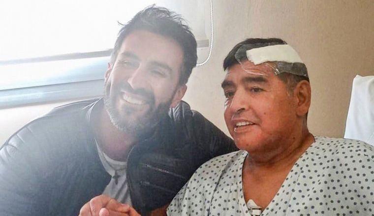 El médico Leopoldo Luque junto Maradona días antes de su deceso. /Fot redes