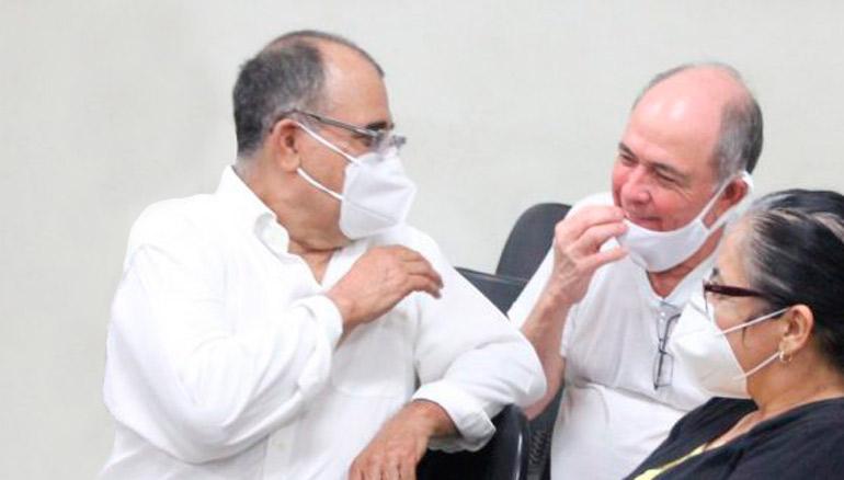 José Adán Salazar (izquierda) y Juan Umaña Samayoa (derecha) durante proceso judicial por lavado de dinero. Foto YSKL.