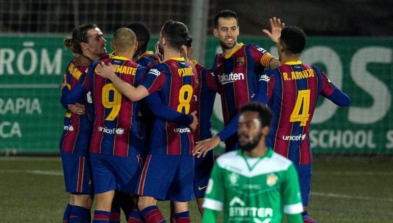 Los jugadores del FC Barcelona celebran el gol del francés Ousmane Dembélé. /EFE