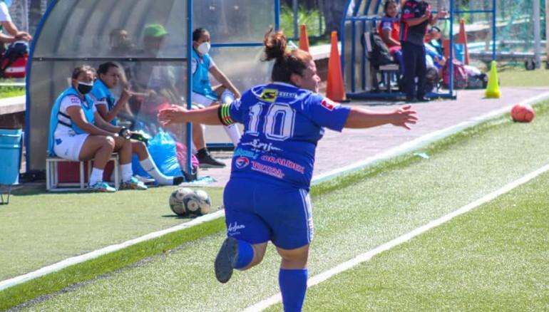 Gloria Chicas anotó doblete en el partido. /Foto Atlético Marte Femenino