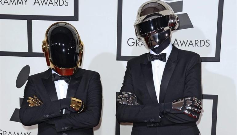 De izquierda a derecha: Guy-Manuel de Homem-Christo y Thomas Bangalter. Foto: EFE.