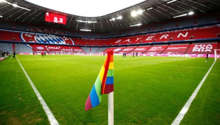 Bandera del arcoíris en el Allianz Arena, estadio del Bayern.