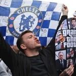 Aficionados del Chelsea protestan en los aledaños de Stamford Bridge. /EFE