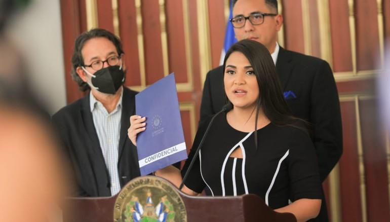 Alexia Rivas, presidenta de la comisión especial que investiga financiamiento a oenegés. Foto: Asamblea Legislativa de El Salvador.