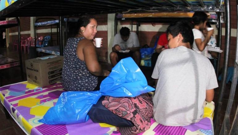 Albergue temporal habilitado en caserío El Mango para alojar a familias afectadas en Barra de Santiago. /Foto Protección Civil