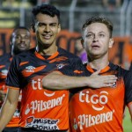 Fabricio Alfafo (d) celebra el gol que le dio el triunfo a Águila. /Foto C.D. Águila