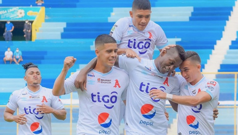 Duvier Riascos festeja el primer tanto de Alianza ante Platense. /Foto Alianza FC